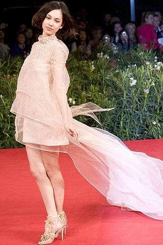ドレスアップしてる有名人の画像を貼るトピ