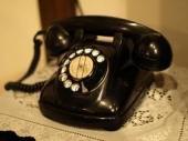 家に固定電話置いてますか?