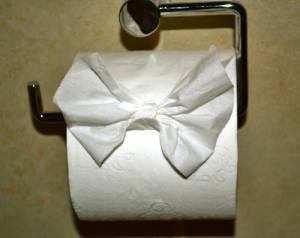 トイレットペーパーの三角折りについて