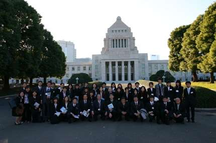 外務省、日本人女性に2度の渡航自粛要請