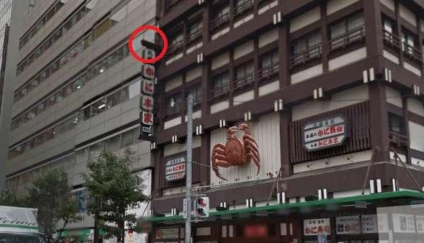 札幌でビルから飲食店の看板落下、21歳女性が意識不明の重体