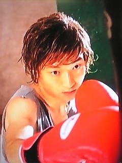 綾野剛、ロングヘア姿公開!「ウロボロス」で生田斗真&小栗旬の幼なじみに