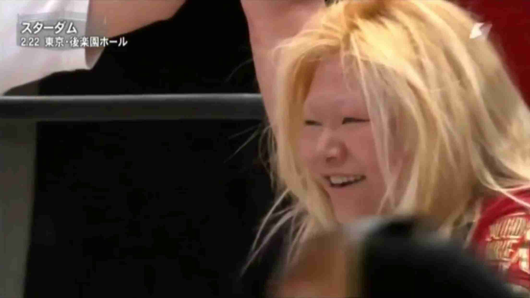 """【閲覧注意】ケンカマッチで女子レスラー顔面""""崩壊"""""""