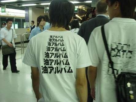 外国語プリントの服着ますか?