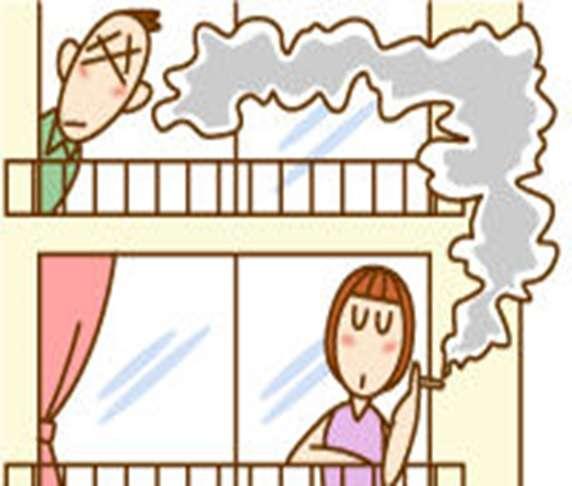 """「どこで吸えばいいんだ」…ベランダ喫煙「ホタル族」に""""厳しい目""""「不法行為」の判例も"""