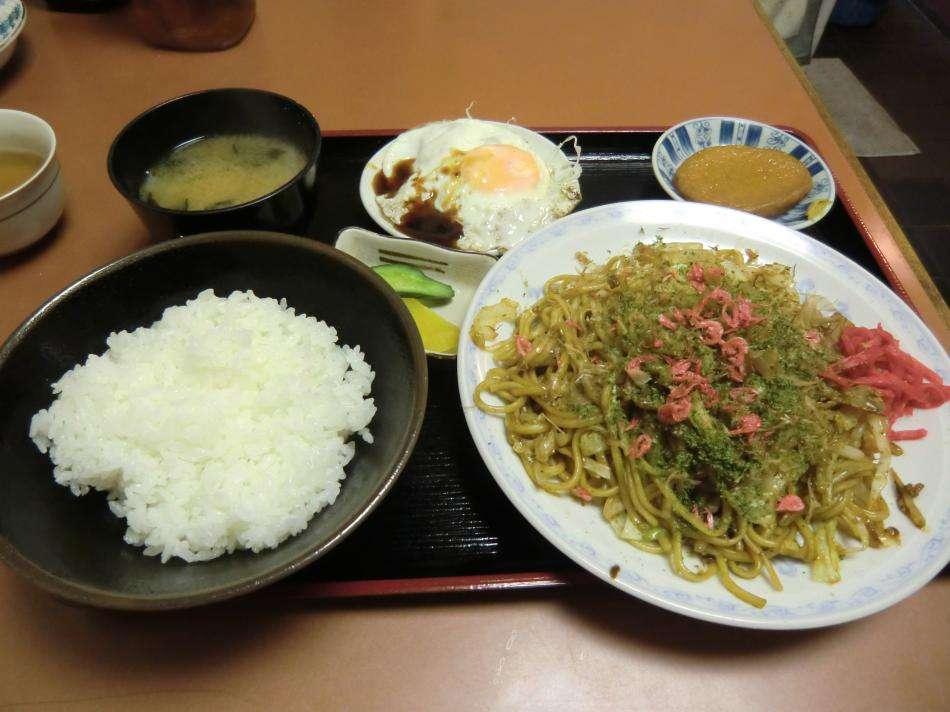 麺類を食べるとき、ご飯も食べますか?