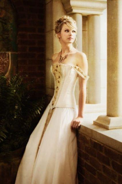 セレブのドレス姿を貼るトピ
