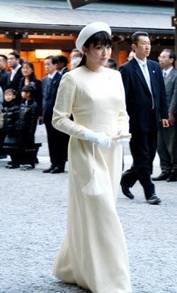 佳子さま伊勢神宮参拝 白のロングドレス姿、お一人で
