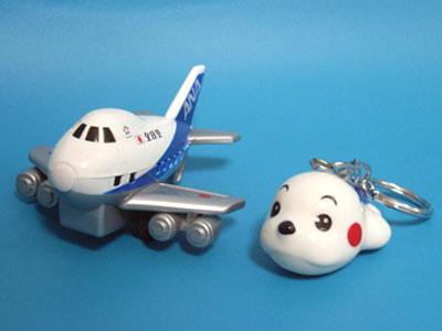 海外、国内旅行で必ず買うものは?