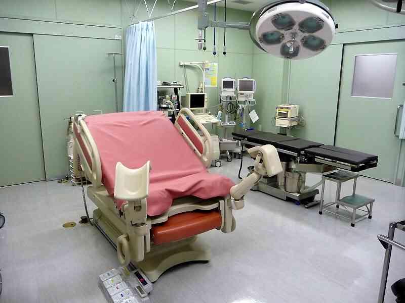 旦那さんが病院へ行く時、診察室まで付き添いますか?