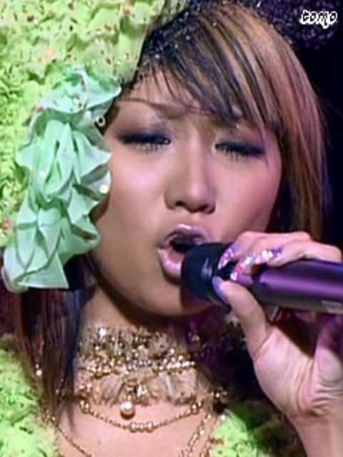 倖田來未、ブルーバイオレット×フラミンゴピンクのド派手ヘアカラーにチェンジ