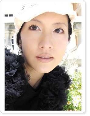 TRFのボーカルYU-KI、初スタイルブックで赤裸々告白「結婚よりもTRF」