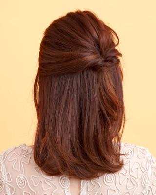 大人のアップヘアーアレンジを貼るトピ。