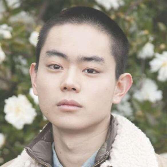 """25歳・桐谷美玲""""最後の""""学生服姿を披露「生足の寒さに驚いた」"""