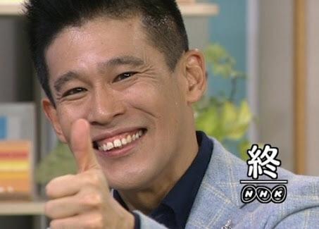 日本人の男がズボンを下ろし、国際線でポルノ雑誌を見ながら自慰行為、女性乗客の体も触る