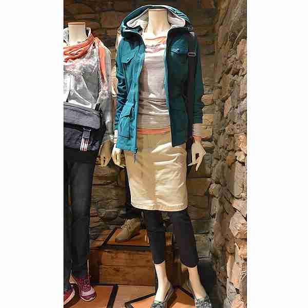 女性の旅ファッション