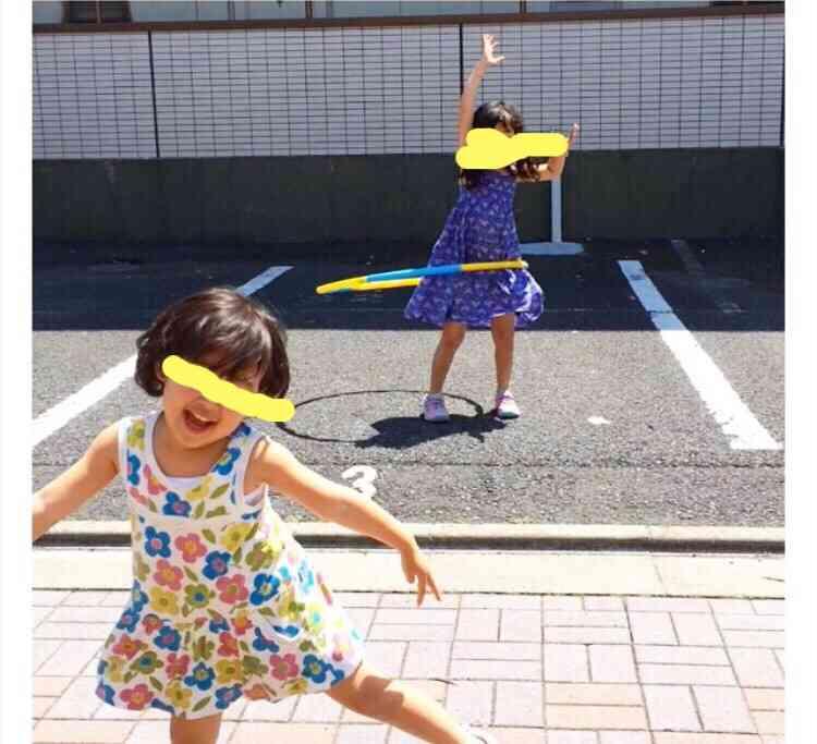 家の前で我が子を遊ばせる「道路族」 道交法違反の可能性も