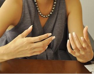 女性のきれいな手って
