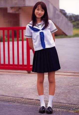 夏の制服姿の芸能人画像を貼っていこう!!