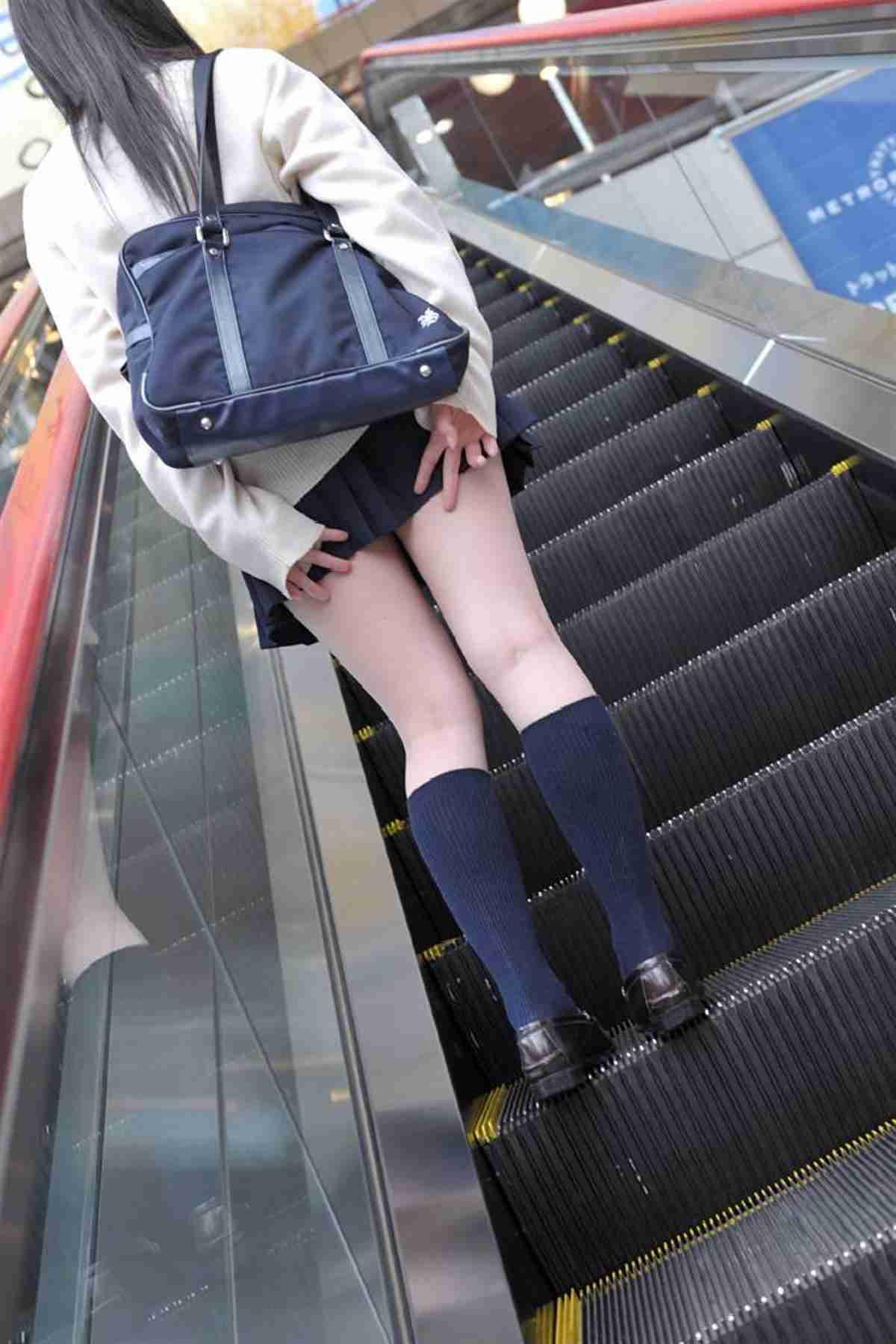 【画像あり】「男性教諭の気が散るからスカート禁止」を言い渡した高校 / 今度は「パンツがピタピタ過ぎるのもダメ!」と女子生徒を追い返す