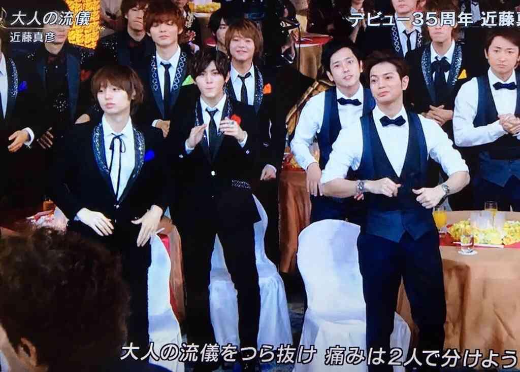 『FNS歌謡祭』近藤真彦の熱唱中に後輩たちがとった姿勢が素晴らしすぎると話題に 「さすがジャニーズ」