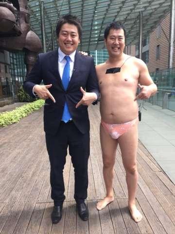 とにかく明るい安村がスーツ着た!「オーラない」「男前」と賛否両論