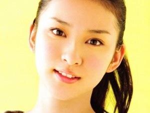 眉毛が左右非対称な方集合〜!