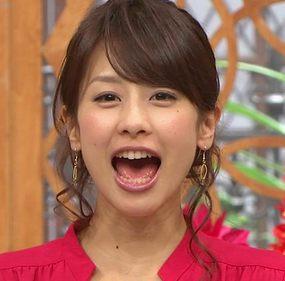 大きく口を開ける加藤綾子