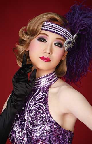 宝塚の煌びやかなヘアメイク、衣装の画像を下さい!