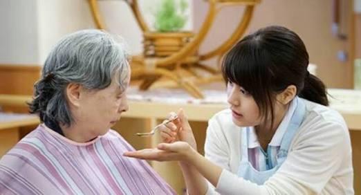 介護職についている方にお聞きしたいです。