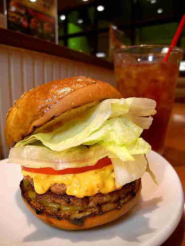 マクドナルドが社運を賭けた新商品「グランドビッグマック」が話題 / 価格520円の贅沢バーガー