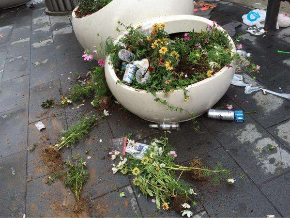 花見の後の惨状 代々木公園の「ゴミ放置」がヒドい