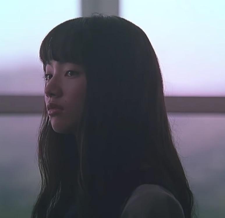 小松菜奈、丸メガネ×おさげ姿に「やっぱり可愛い」「やられた」の声
