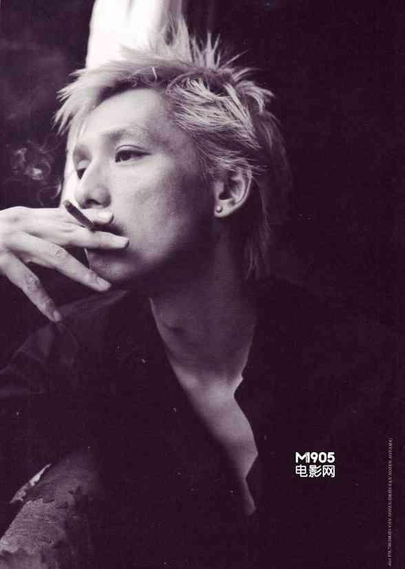 タバコを吸う安藤政信がかっこいい