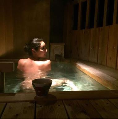 """大人の色香""""全裸""""の華原朋美、入浴中のバックショットに絶賛の声。"""