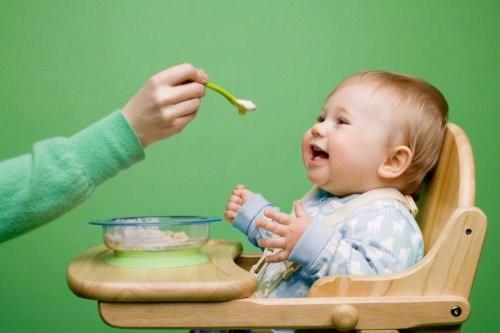 離乳食で苦戦中のお母さん集合!