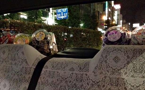 """東京に1台の""""幻のタクシー""""、道端アンジェリカが遭遇し大興奮。"""