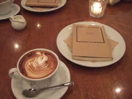 一人カフェ、どのくらいの時間店に居ますか?