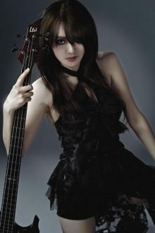 女性演奏家の画像でトピを伸ばしてみよう!