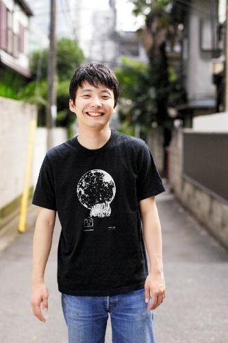 Tシャツ姿のイケメン画像を貼るトピ