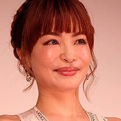 """平子理沙が""""ラムちゃん風""""に、大胆コスプレに「素敵」「かわいい」。"""