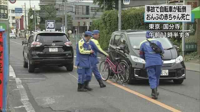 自転車の女性が車と接触し転倒 ...