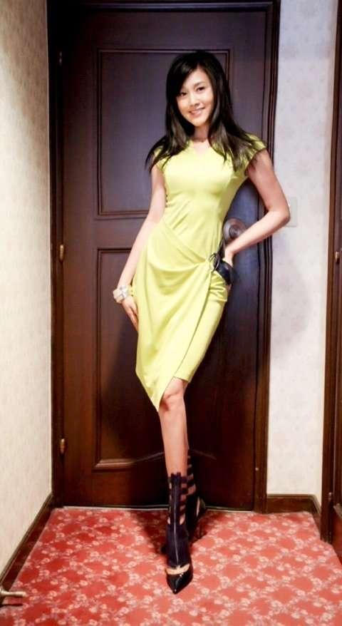 """藤原紀香、""""55歳""""美貌の秘書役に「どうしようかと思った」美ボディ強調タイトドレスで登場"""