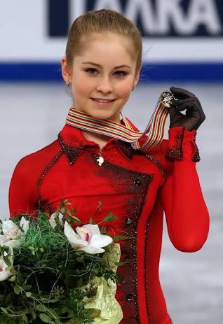 フィギュア選手のユリア・リプニツカヤ、ビキニ姿に称賛の声!小尻や腰のラインに「素敵」