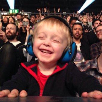 ライブに乳幼児を連れて行く親にTwitterユーザーが警鐘「赤子の脳にはダメージ」