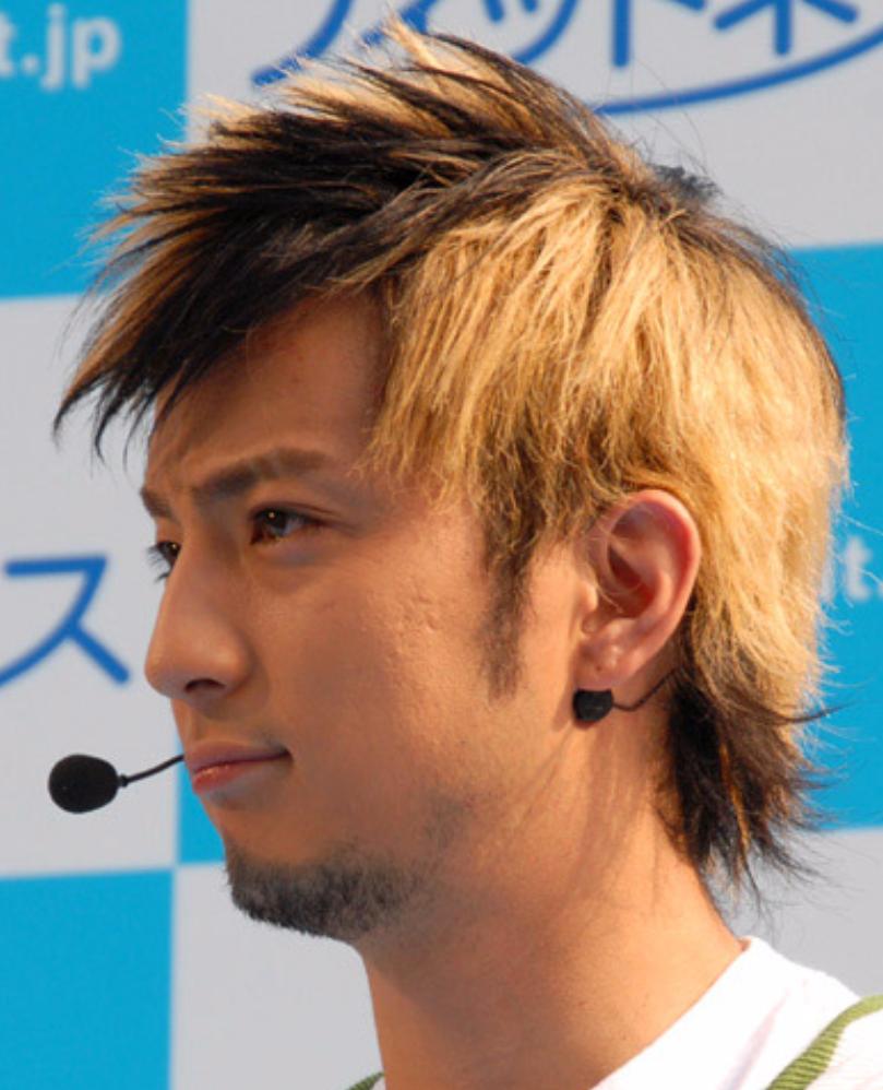 男性の髪 黒髪 or 茶髪