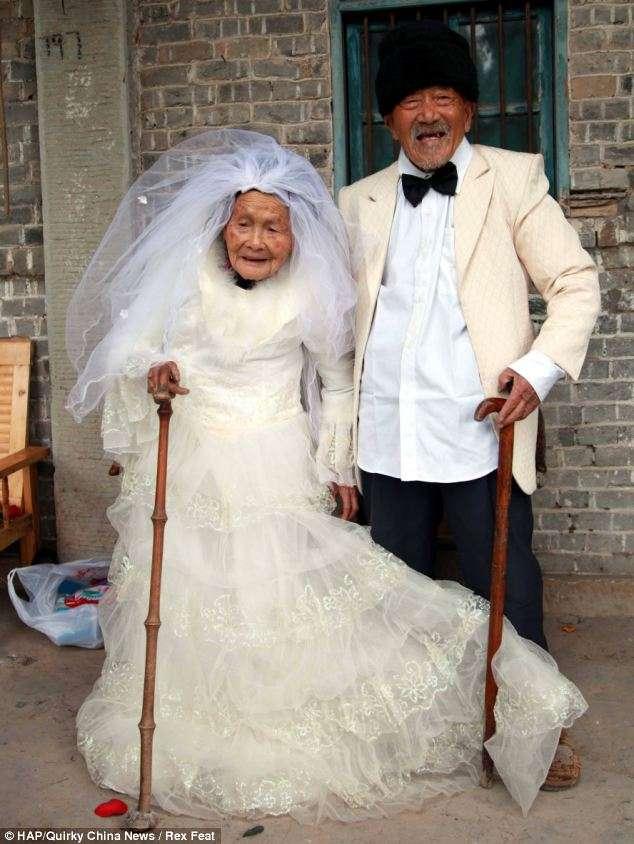 自分の姉妹・兄弟が結婚したとき、何かお祝い品プレゼントしましたか?