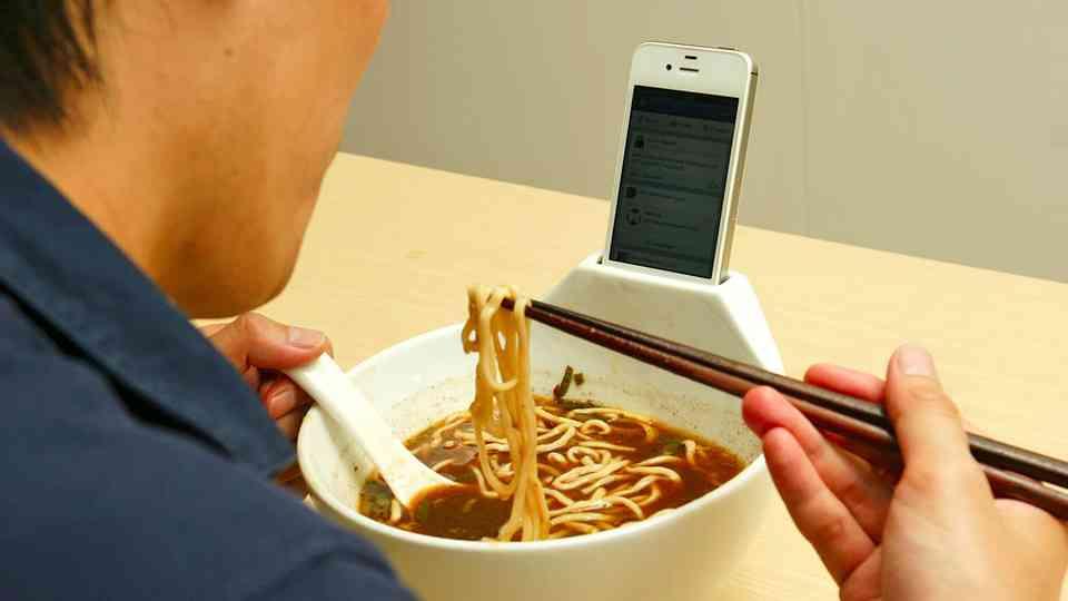 夕飯、一人で食べる人
