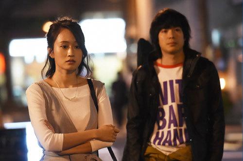 指原莉乃 前田敦子のジャケ写を真似るも「霊が映ってますよ!」