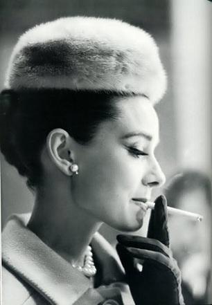 煙草がやめられない女性どう思いますか?